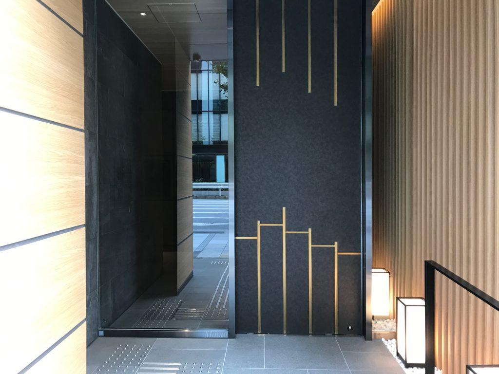 八重の翠東京 入口
