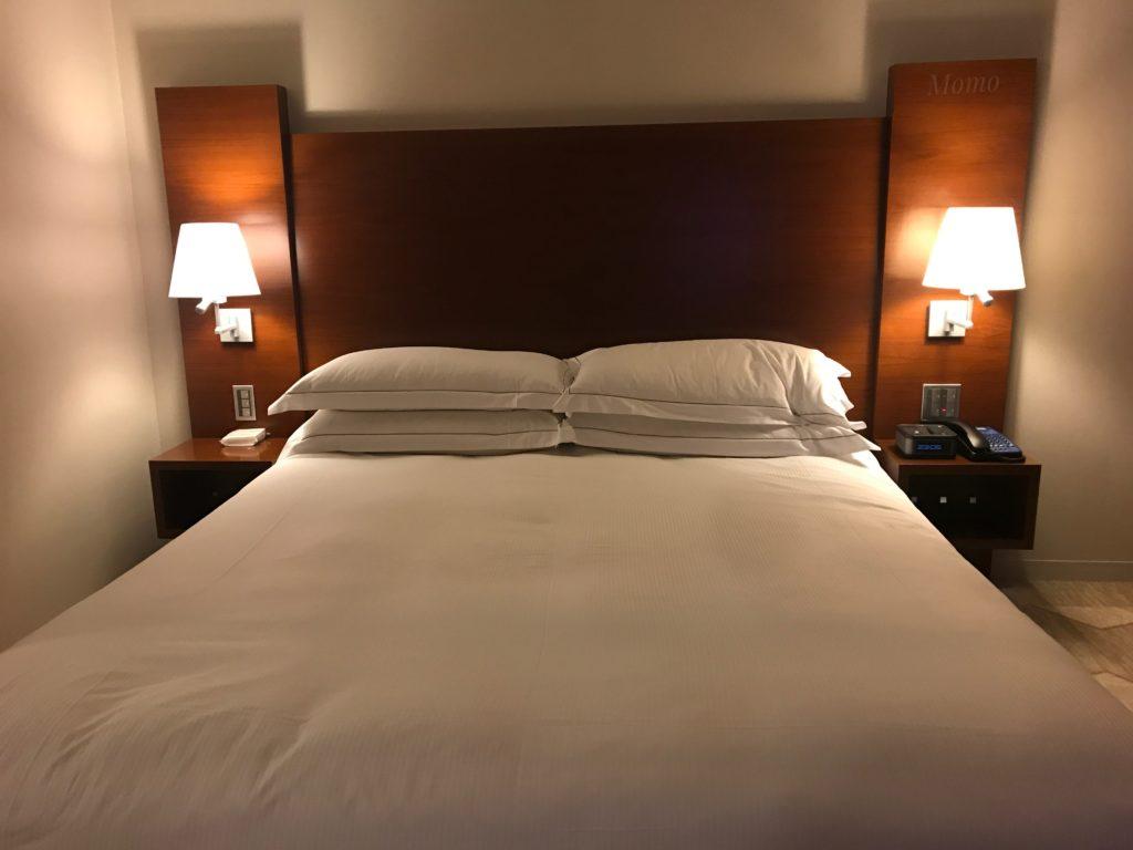 ヒルトンホテル ベッド