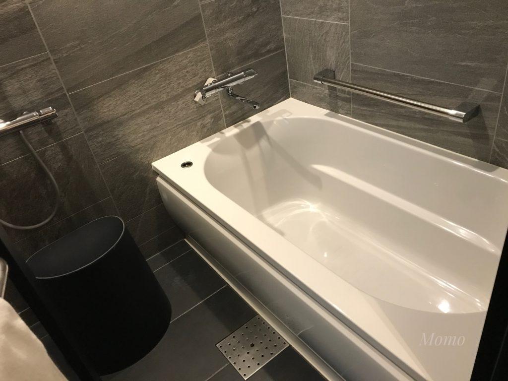 フォーポイントバイシェラトン名古屋 浴室