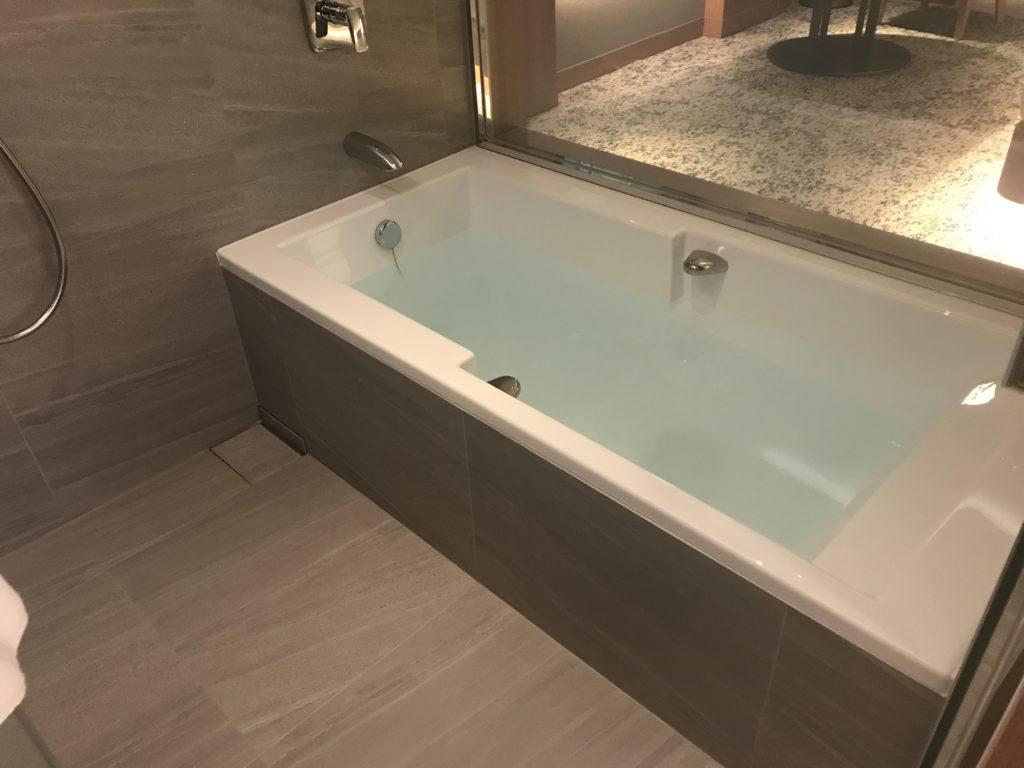 インターコンチネンタル 浴槽